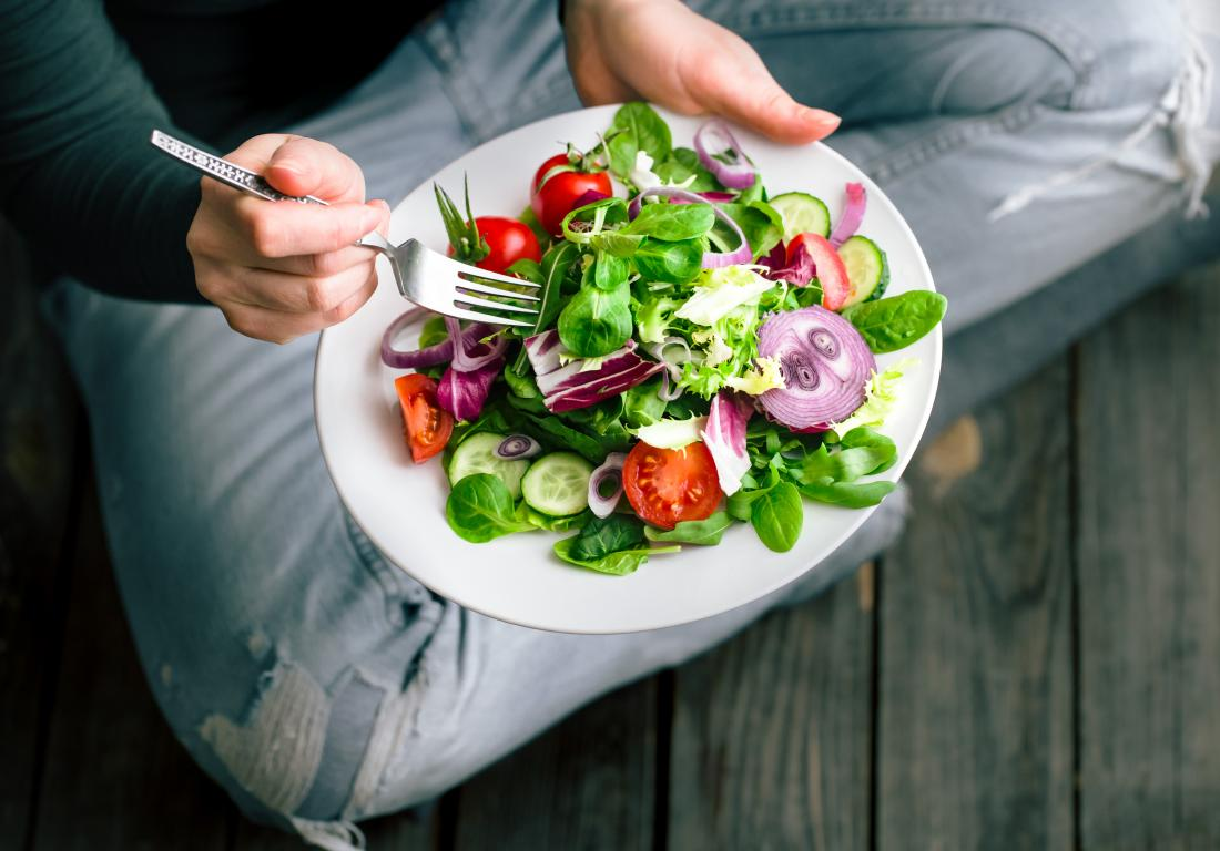 تغذیه سالم و مناسب برای کاهش چربی های اضافی بدن امری ضروری هست
