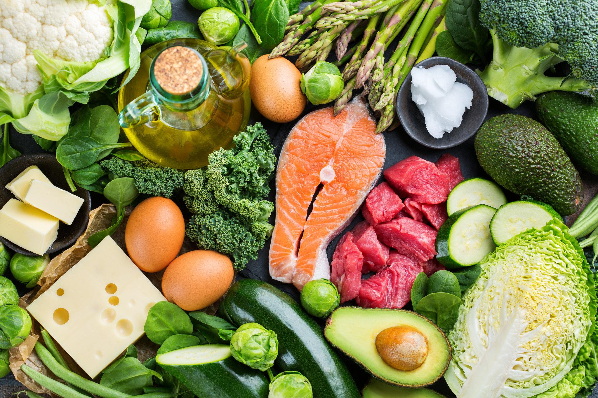 مواد غذاهایی که حاوی کربوهیدرات هستند مثل غلات، شکر، حبوبات، برنج، سیب زمینی، آبنبات، آب میوه و بسیاری از میوه ها پرهیز کنید.
