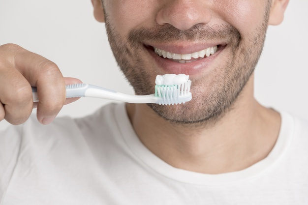 محققین به این نتیجه رسیدن که مسواک زدن بعد از شام می تونه این پیام رو به بدنتون بده که دیگه قرار نیست چیزی بخورین