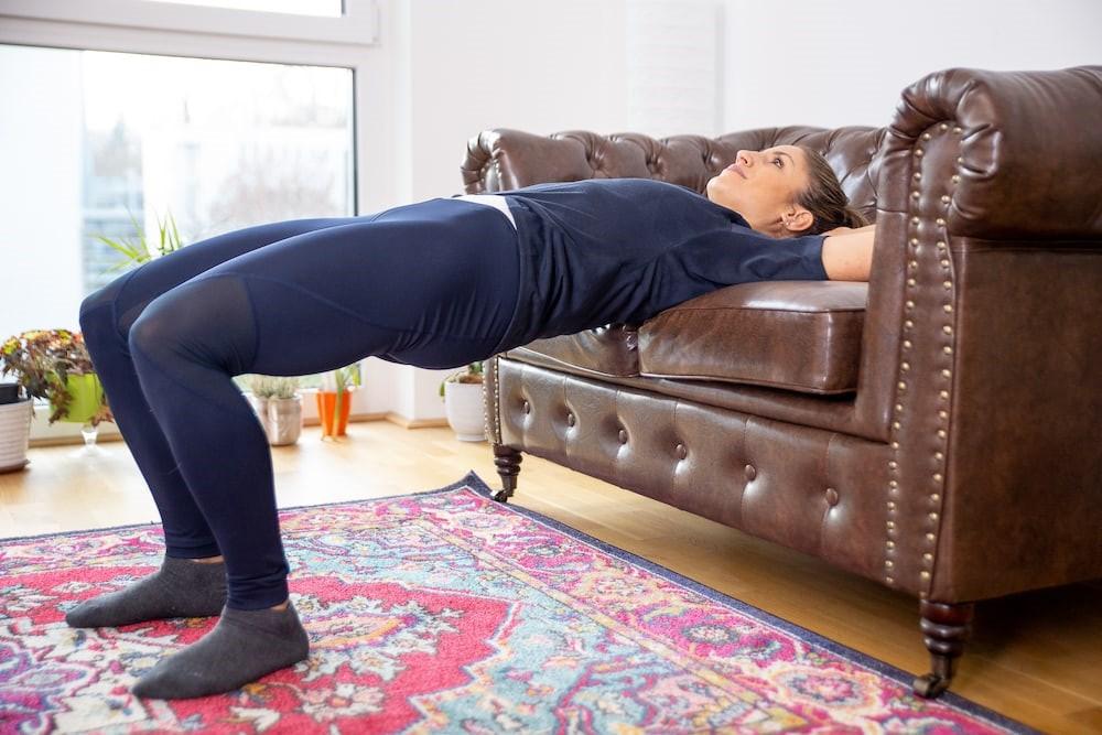 تمرین-خونگی-برای-تقویت-و-فرم-دهی-عضلات-باسن.jpg-هیپ-تراست-2